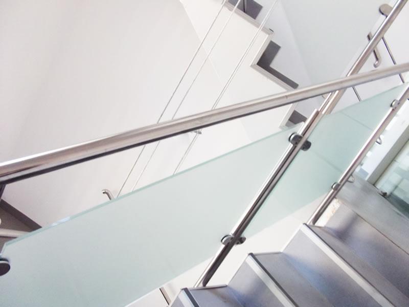 balustrada interioara sticla fixare in puncte